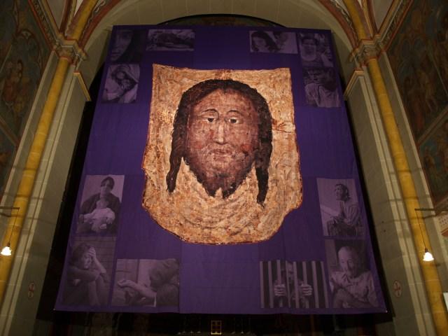 Voile-réalisé-pour-le-Carême-2010-pour-la-cathédrale-de-Bonn.jpg